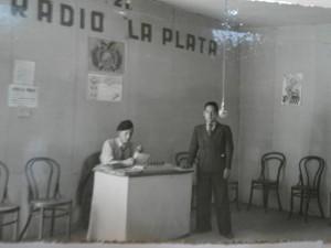 Gregorio Donoso junto al locutor de la emisora, Oscar Crespo Maurice